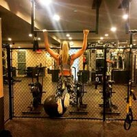 girl-pull-up-bar